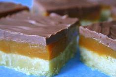 Twixkakor är de kakor som jag får flest mail och frågor kring. Detta är enfavoritkaka som vi bakar till alla kalas, och den är så god! Så för er som missat den – här kommer recepet igen. Och ni kan lätt söka på gamla recept till höger på sidan, bland … Läs mer Pastry Recipes, Baking Recipes, Snack Recipes, Dessert Recipes, Yummy Treats, Sweet Treats, Yummy Food, Tasty, Swedish Recipes