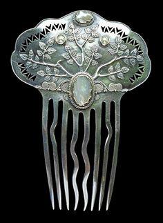 Silver Hair Comb, Arthur Gaskin and Georgie Gaskin, 1910.