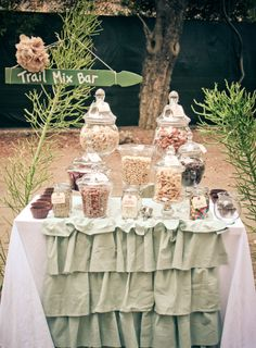 Trail Mix Bar…Thought this was really cute! Trail Mix Bar…Thought this was really cute! Diy Wedding Favors, Party Favors, Wedding Decorations, Wedding Ideas, Our Wedding, Dream Wedding, Camp Wedding, Forest Wedding, Wedding Beauty