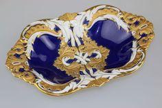 MEISSEN, ovale Prunkschale mit blauer Schwertermarke, 1. Wahl. Kobaltblau mit reicherGoldverzierung. — Porzellan