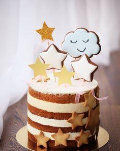 """""""...а после предыдущего тортика мне несколько человек написали, что позвонили своим дедушкам❤приятно очень❤ А этот милый сливочно-карамельно-фруктово-…"""""""