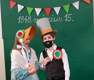 Március 15-re óravázlat, játékok, ünnepi műsorok, kézműves ötletek, kokárdák, színezők, kvíz, stb.