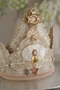 Image shared by Catia. Find images and videos about vintage, crown and tiara on We Heart It - the app to get lost in what you love. Shabby Chic, Shabby Vintage, Vintage Diy, Paper Crowns, Tiaras And Crowns, Royal Crowns, Crown Jewels, Party Hats, Kitsch