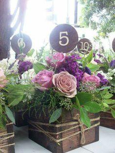 Centro de mesa campestre madera con flores