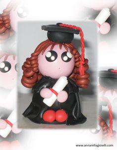 bambolina realizzata con pasta polimerica in occasione della Laurea.    Polymer clay doll.