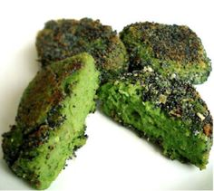 Broccoli Burgers - ½ Broccoli, 500g Brazil Nuts, 4-5 Big Carrots, 1-2 Tablespoons Olive Oil, 2 Tablespoons Dried Parsley, Salt - Use high speed blender or food processor to cut the broccoli and the carrots. Put them in a bowl. Grind the Brazil nuts and add to the vegetables. Add all the other ingredients and, using your hands, give it a good mix. Form little burgers. Put them in a dehydrator overnight.