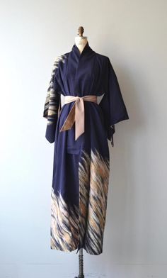 Vintage 1950s navy blue silk kimono with metallic kinetic paint strokes across the back, one shoulder, sleeve and hem. ✂-----Measurements fits like: free size bust: free waist: free length: 58 brand/maker: n/a condition: excellent ✩ layaway is available for this item to ensure a good fit, please read the sizing guide: http://www.etsy.com/shop/DearGolden/policy ✩ visit the shop ✩ http://www.DearGoldenVintage.etsy.com