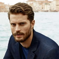 Bild från http://marieclaire.media.ipcdigital.co.uk/11116/00007b4a2/1b70/jamie-dornan-hogan-ss14-thumb.jpg.