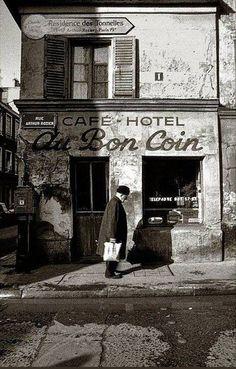 Au bon coin, rue Arhur-Rozier, Paris, Photo by Michel Kocher. Old Paris - Rue Arthur-Rozier Paris Photography, Still Life Photography, Travel Photography, History Of Photography, Urban Photography, Color Photography, Vintage Pictures, Old Pictures, Old Photos