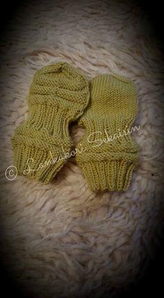 Lankakori Sekaisin: Junasukat ja junatumput (ohje) Fingerless Gloves, Baby Knitting, Arm Warmers, Knitwear, Knitting Patterns, Hello Kitty, Projects To Try, Crochet, Baby Things