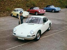 Dass daraus mal ein heiss begehrter Männertraum werden würde, danach sah es lange überhaupt nicht aus: Vor sechs Jahrzehnten begann die Entwicklung des Porsche 911 – gekennzeichnet von schweren Geburtswehen und haarsträubenden Defekten.