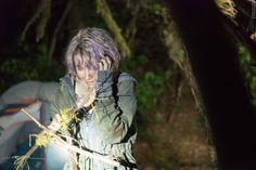 Im Netz ist ein kurzes Video aufgetaucht, bei dem uns die Nackenhaare zu Berge stehen! Ist das nur Promo für den neuen Horrorfilm oder sind die Aufnahmen echt? Schauts euch an und entscheidet selbst! Blair Witch 2016: Virales Horror-Video ➠ https://www.film.tv/go/35308  #BlairWitch #BlairWitch2016 #BlairWitchProject