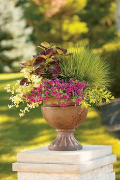 Garden Pots and Planters Add Spice to Garden Landscape Ideas