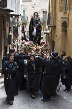 Picture of the Agrigento Venerdi Santo procession, Men Carry the Madonna through the streets of Agrigento, Sicily on Good Friday