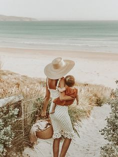 what to wear mommy and me beach photo shoot Future Maman, Future Baby, Mom And Baby, Mommy And Me, Baby Kids, Cute Kids, Cute Babies, Pretty Kids, Mode Inspiration
