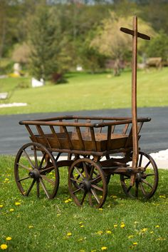 Old Wooden Goat Wagon.this would look great with a few pots of flowers in it. Old Wooden Goat Wago Wooden Cart, Wooden Wagon, Primitive Antiques, Country Primitive, Primitive Decor, Photo Deco, Old Wagons, Down On The Farm, Old Farm