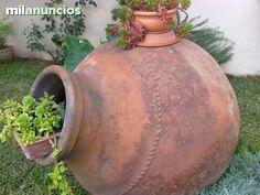. Vendo tinaja antigua de almazara, del siglo XII. Ideal para adornos de jardines y chalets.