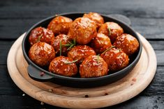 Made with lean ground chicken, whole wheat panko breadcrumbs, parmesan cheese and aromatic Italian spices chicken meatballs are filling, wholesome and extremely flavorful. Tomato paste really amping up the flavors taking the meatballs over the edge. Slow Cooker Turkey Meatballs, Meatballs And Rice, Italian Meatballs, Chicken Meatballs, Bbq Meatballs, Chefs, Italian Spices, Chicken Spices, Ground Beef