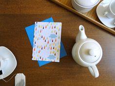 Cartão e envelope Chuva Colorida, do Atelier Joliz
