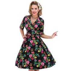 Super mooie roxy jurk in zwart met vogeltjes en bloemen.  Driekwart mouwtjes.   V hals lijn van voren. Rits aan de zijkant.