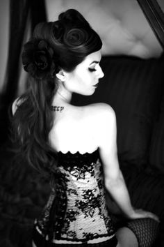 Gothic pin-up girl.