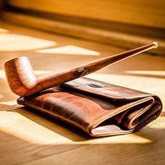 Petite douceur du dimanche...  Pipe Chacom Nougat 275 accompagnée de la blague à tabac Chacom CC017 brun rétro.   Photo: @g.philippe.photographer