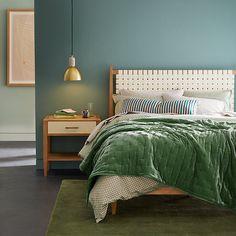 Green Rooms, Bedroom Green, Emerald Green Bedrooms, Teal Bedroom Walls, Emerald Bedroom, Green Bedroom Design, Ocean Bedroom, Bedroom Color Schemes, Cozy Bedroom