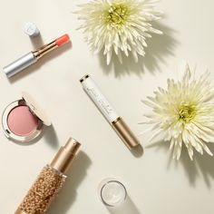 Jumpstart 2018 with a fresh take on your morning #beauty ritual with Jane's 5-minute morning routine.