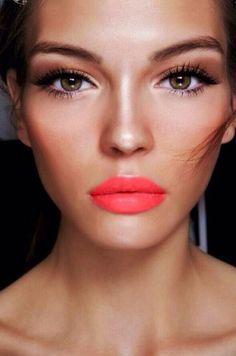 Looks like Neoclassical Coral - EA makes the hottest fury coral with a pink punch vibe - Elizabeth Arden - made in Canada - Fabulous Vacation Lipstick - Trend Spring 2015 - SS15 Make-up