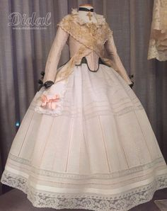 SEMANA FALLERA Lolita Cosplay, Heirloom Sewing, Valentino, Costumes, Skirts, How To Make, Vintage, Beautiful, Dresses