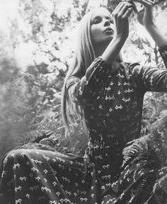 print Maudie James for Vogue UK photos by Elisabeth Novick Hippie Boho, Bohemian Style, Boho Chic, White Bohemian, Bohemian Print, Vintage Bohemian, Bohemian Fashion, 70s Fashion, Vintage Fashion