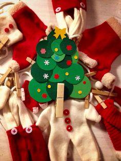 Albero natalizio fatto di cartoncino a cerchietti Idee Natale  Christmas tree Decorations