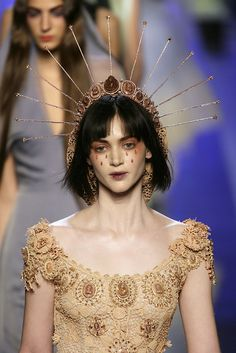 Jean Paul Gaultier at Couture Spring 2007 - Runway Photos Couture Fashion, Fashion Art, Runway Fashion, Fashion Show, Fashion Design, Fashion 2018, 3 People Halloween Costumes, 3 People Costumes, Girl Halloween