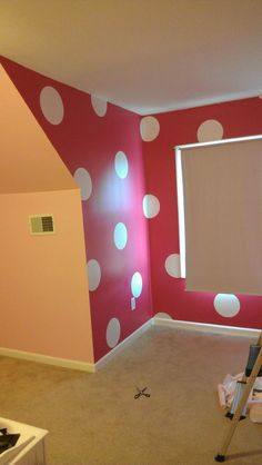 Polka Dot wall. Minnie Mouse Room! will be doing a wall in Kamiyah's room.