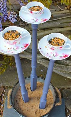 Tea cup bird feeders diy vintage teacups 42 Ideas for 2019 Homemade Bird Feeders, Diy Bird Feeder, Homemade Bird Baths, Teacup Crafts, Diy Bird Bath, Bird House Kits, Bird Houses Diy, Glass Garden Art, Glass Birds