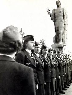 Female Luftwaffe auxiliaries (Luftwaffenhelferin )