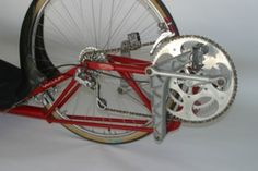 The Vacuum Velocipede by Dave Berkstresser, was designed to set human powered speed records. Front wheel drive and rear wheel steering combined in an original low racer format. New Bicycle, Fun Stuff, Vacuums, Train, Random, Bicycles, Lugares, Zug