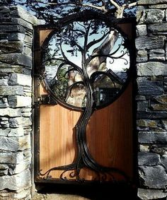 Live this, the blending of wood and iron with the tree design.