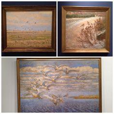 Nogle skønne fuglebilleder malet af Johannes Larsen set på Ordrupgaard Kunstmuseum. Lærker og viber - et par farvestrålende Stillitser - det store maleri Johannes Larsens afsluttende mesterværk af svanerne i Fil sø. Svanerne flyver ret imod beskueren.
