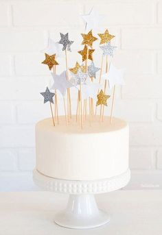PuTwo Cake Decorations 20 Counts Star Cake Decorating Cake Toppers Sticks