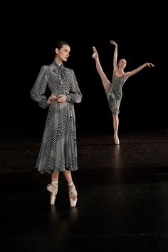 See all the Collection photos from Co Spring/Summer 2018 Ready-To-Wear now on British Vogue Ballet Inspired Fashion, Ballet Fashion, Ballet Art, Ballet Dancers, Ballet Style, Spring Summer 2018, Spring Summer Fashion, Philly Style, Ballet Images