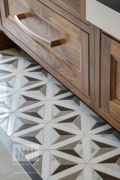 How To Choose New Kitchen Countertops When Kitchen Remodeling Large Kitchen Renovation, Kitchen Remodel, Quartzite Countertops, Kitchen Countertops, Kitchen Cabinets, Grey Flooring, Tile Flooring, Walnut Cabinets, Island With Seating