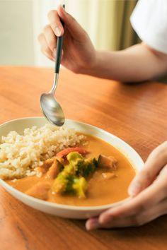 独自配合のスパイスから作ったこだわりのカレーは野菜が主役のさっぱりした味付けに仕上がりました。冷凍だからレトルトと違って野菜もゴロゴロと存在感があり、フレッシュで食べごたえも十分!スパイスの香りの中にトマトの酸味と有機ココナッツオイルのまろやかさと有機アガベシロップの風味があじわえるGrinoオリジナルカレーです。 Soup, Ethnic Recipes, Products, Soups, Gadget