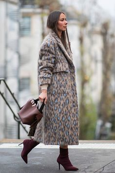 Paris Fashion Week Outfit Ideas I Could Actually Wear IRL Haute Couture Fashion Week street style January leopard print coat with burgundy accessoriesHaute Couture Fashion Week street style January leopard print coat with burgundy accessories Fashion Week Paris, Fashion Week Hommes, Mens Fashion Week, Fashion Mode, Look Fashion, Trendy Fashion, Winter Fashion, Fashion Trends, Affordable Fashion