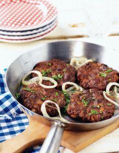 Arrabbiata-jauhelihapihvit | Jauheliharuoat | Pirkka Koti, Pesto, Beef, Dinner, Baking, Ethnic Recipes, Meat, Dining, Food Dinners