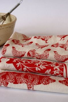 Flour Sack Towel, Hand Printed, Red Farm Prints, 3 Natural Cotton Towels by TheHighFiber on Etsy Cotton Towels, Tea Towels, Dish Towels, Hand Towels, Deco Champetre, Red Cottage, Cozy Cottage, Farm Cottage, Kitchen Prints