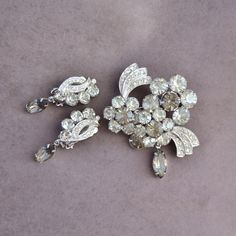 Excellent condition, vintage 1960s Eisenberg Ice flower brooch and clip on, non pierce earrings demi parure set. Rhinestones are grey and clear in