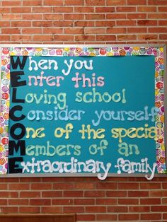 Love this cute bulletin board—a great way to welcome students for the first few weeks of school! #schoolhallwayideas