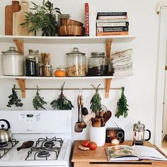 WEBSTA @ goodnewssantabarbara - Cozy fall vibes in this beautiful kitchen // @ameliamarthelia