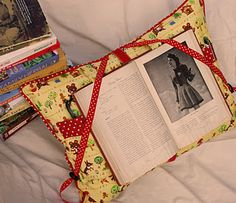 LOVE this reading pillow! It would facilitate doing two hobbies at once. I could read AND knit or crochet! LOL! Aaaaaaawesooooome!